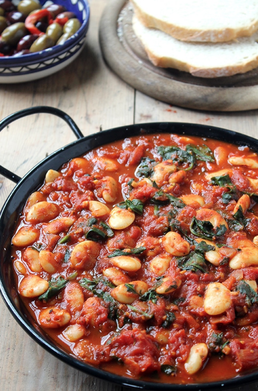 spanish beans with tomatoes