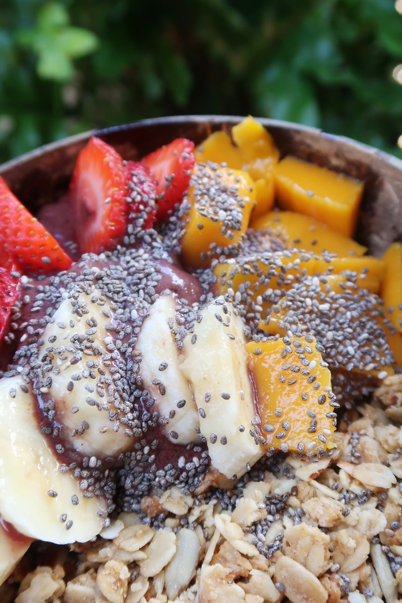 Hawaii Lifestyle Blogger shares how easy it is to make your own acai rainbow bowl.