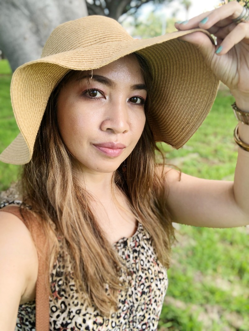 Hawaii Fashion Blogger Thefabzilla shows how you can wear leopard print in the thick of summer