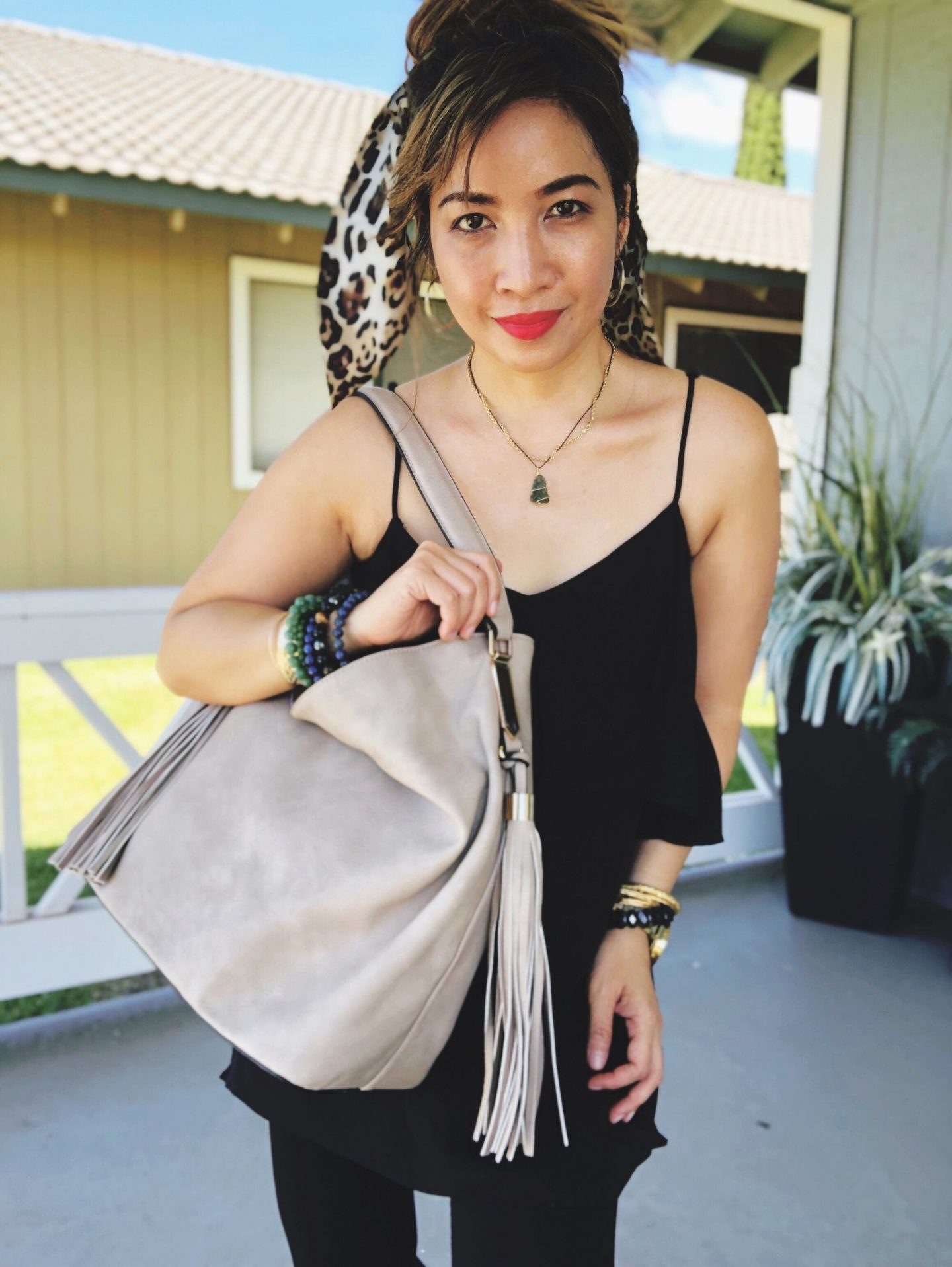 Hawaii Fashion Blogger Thefabzilla shares affordable and stylish vegan handbags from La Vani